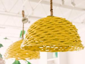 bpf_spring-house_interior_spring-colors_canary_yellow_white_and_kelly_green_h-jpg-rend-hgtvcom-966-725
